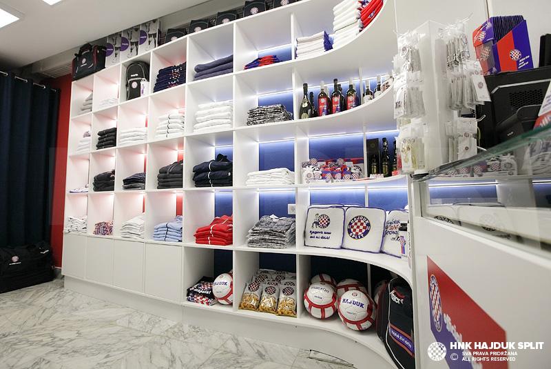 visit hajduk fan shop in the port of split hnk hajduk split. Black Bedroom Furniture Sets. Home Design Ideas