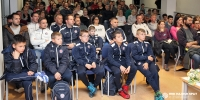 Najmlađi članovi i treneri na predavanju o važnosti samopouzdanja u sportu