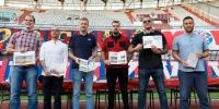 """Ispred sjeverne tribine Poljuda predstavljenja knjiga """"Naš Hajduk"""""""
