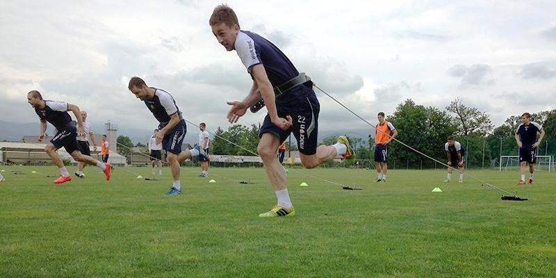 Jutarnji trening Bijelih u Lescu s kondicijskim trenerom Borisom Peyrekom