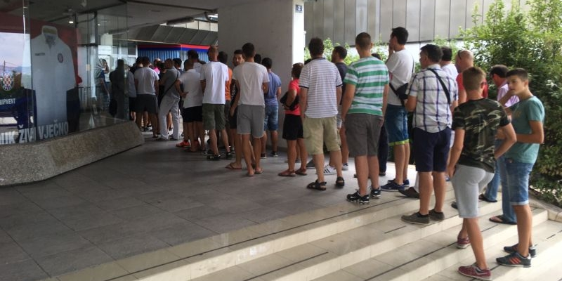 Red pred Odjelom za članstvo za ulaznice protiv Maccabija!