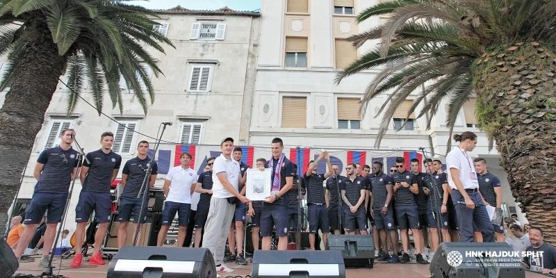 ''Za sva vrimena'': Igrači i stručni stožer Hajduka na Rivi podržali predstavljanje projekta