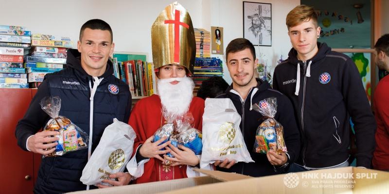 Hajdukovci poklonima za Sv. Nikolu razveselili dječji odjel KBC Split