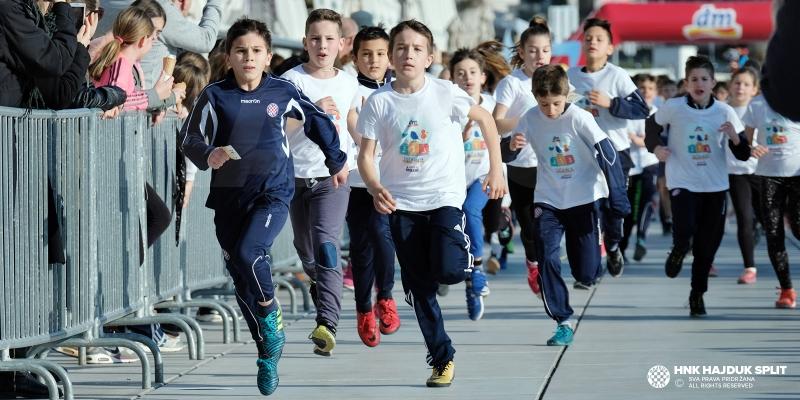 U humanitarnoj utrci na splitskoj rivi sudjelovalo 77 članova Akademije