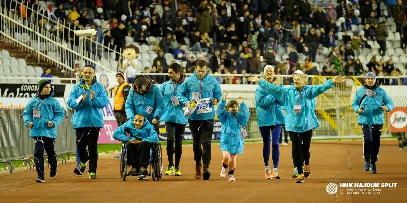 Predstavnici Splitskog polumaratona otrčali počasni krug na Poljudu