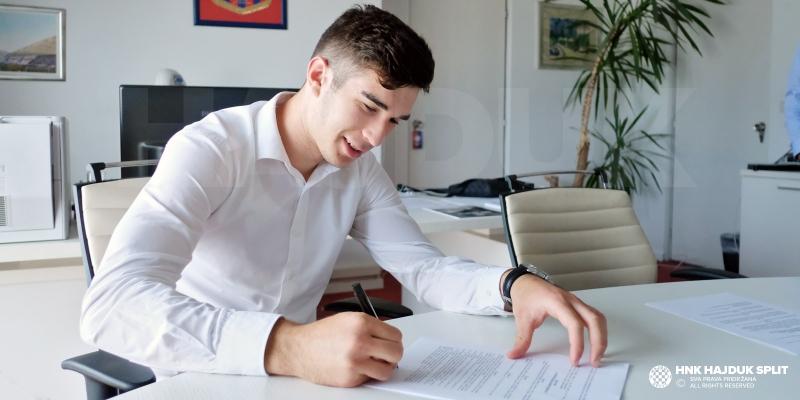 Ivan Delić potpisao prvi profesionalni ugovor!