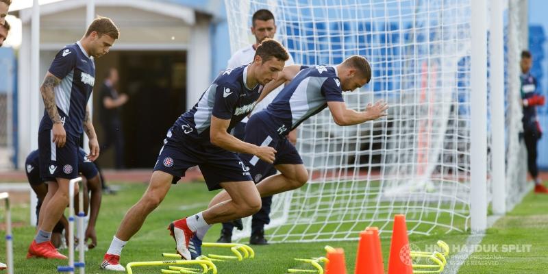 Bijeli na stadionu Cibalije odradili službeni trening uoči finala Kupa