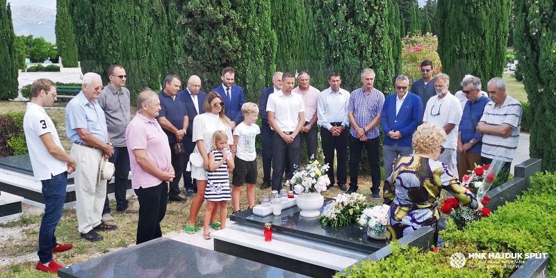 Delegacija Hajduka, rodbina i veterani obilježili 85. rođendan velikog Tomislava Ivića