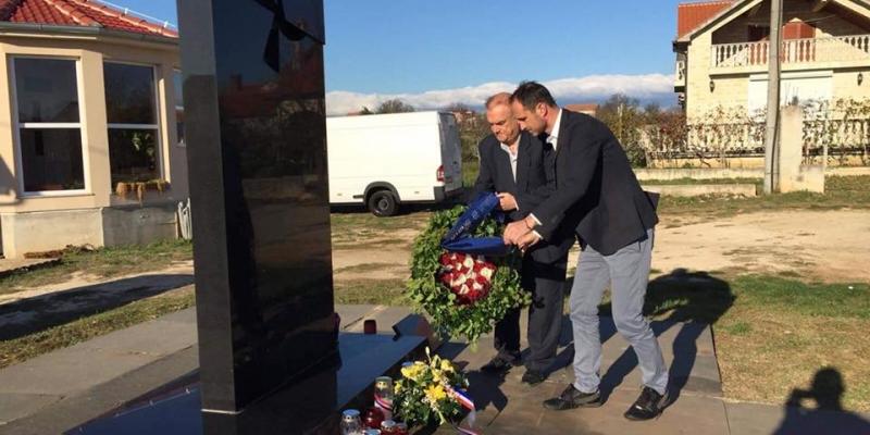 Hajduk položio vijence u Vukovaru i Škabrnji
