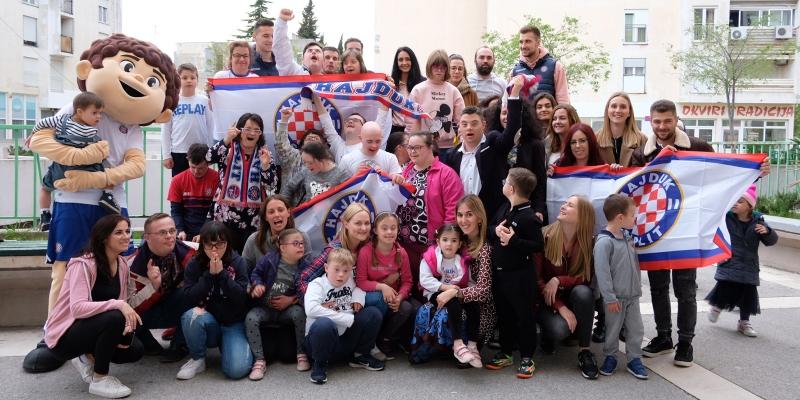 Hajdukovci u posjetu članovima udruge za sindrom Down 21