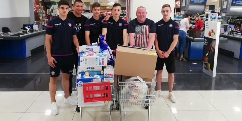 Donacija udruzi Most: Nakon juniora i kadeti darivali najpotrebitije