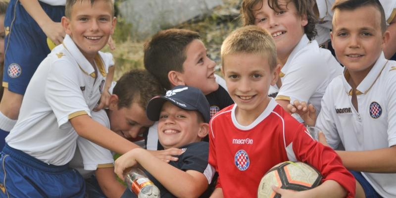 """Više od 300 djece sudjelovalo u manifestaciji """"Živimo Hajduk"""""""