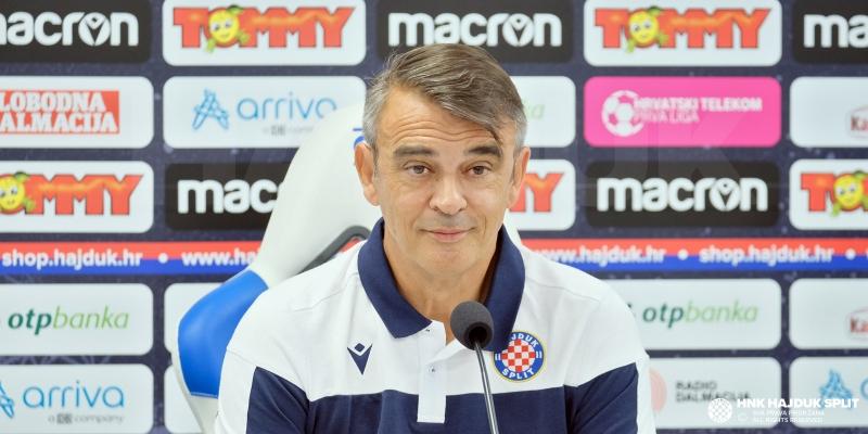 Head coach Damir Burić ahead of Varaždin-Hajduk