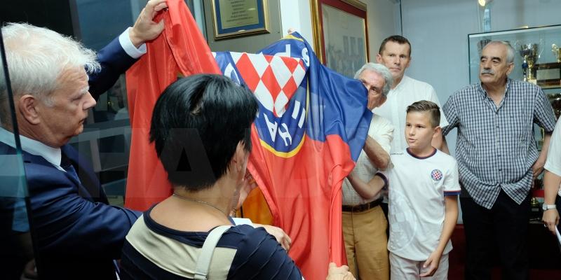 U trofejnom salonu svečano otvorena vitrina legendarnog Vladimira Beare