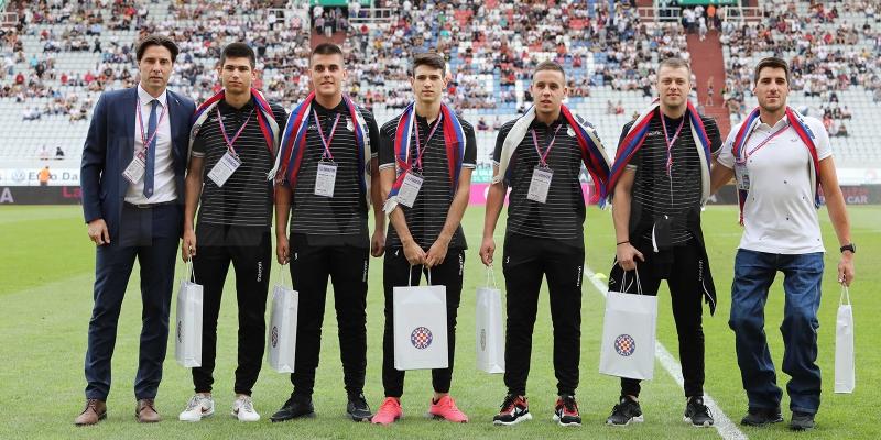Trofejni Dino Sinovčić i srebrni članovi U-19 futsal reprezentacije posebni gosti HNK Hajduk