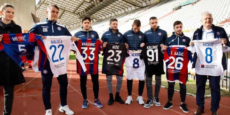 Hajdukovci, splitski sportaši i novinari prikupili rekordnu donaciju za splitske beskućnike