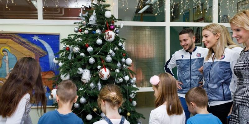 Akademija za djecu Maestrala: Štićenicima uručeno 120 poklona za Božić