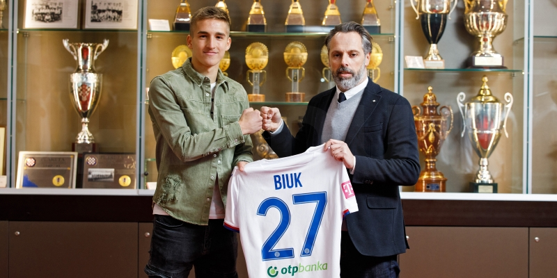 Professional contract for Stipe Biuk