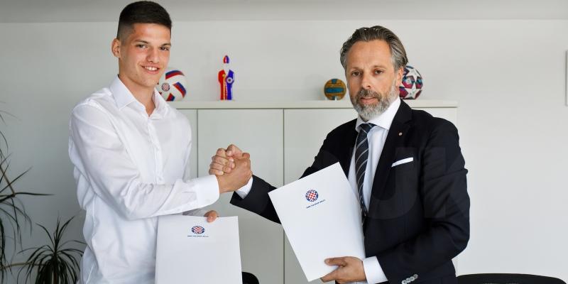 Ivan Ćubelić potpisao dugoročni ugovor s Hajdukom: Ovo je jedan od najvećih trenutaka u mom životu